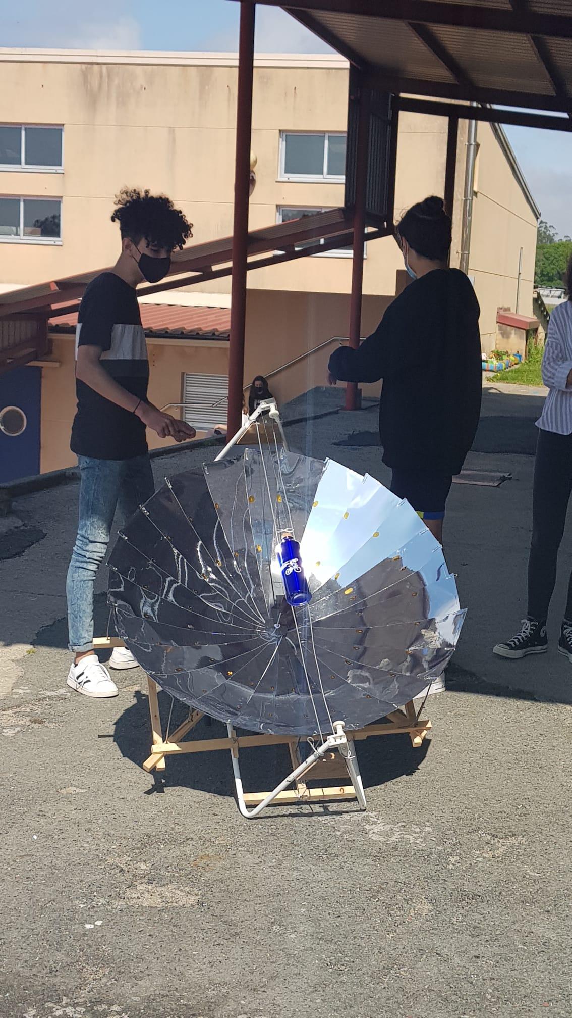 Alumnos mostrando o funcionamento