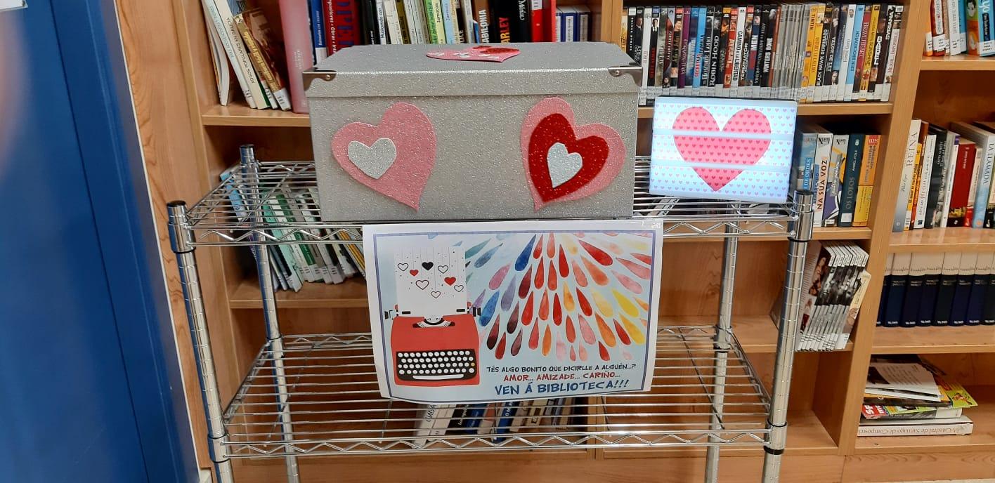 Caixa das cartas na biblioteca