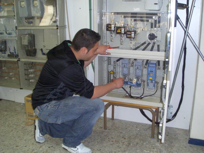 Sustitución de fusibles en cuadro de baja industrial