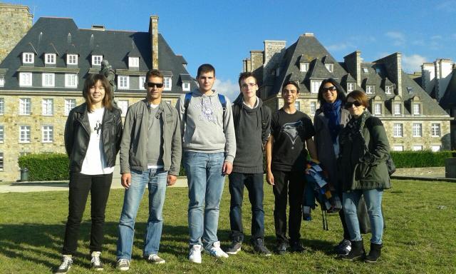 Alumnos españois e franceses cos profesores participantes.