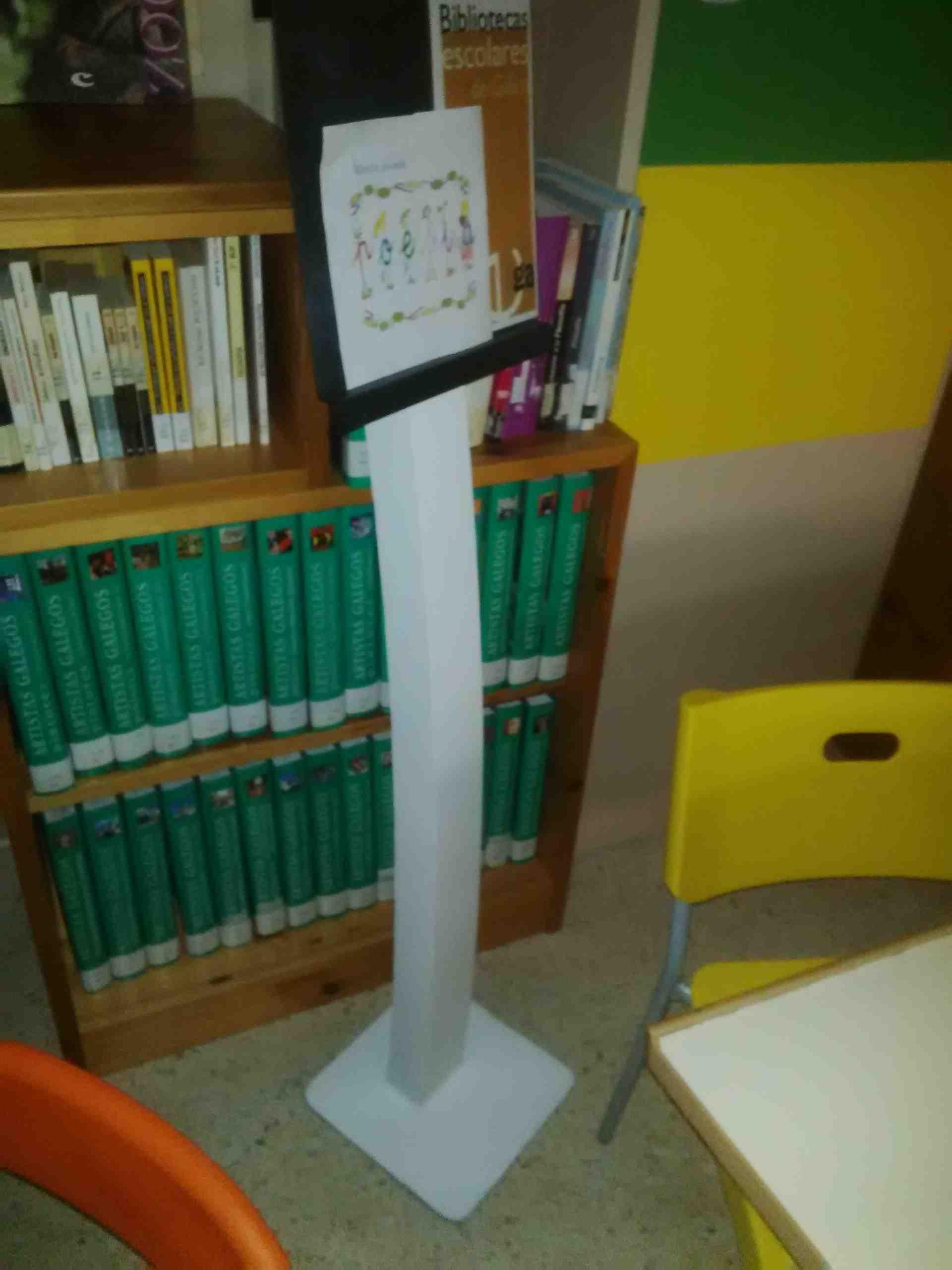 http://www.edu.xunta.gal/centros/iesjohancarballeira/?q=system/files/expositor%20biblio%203.jpg
