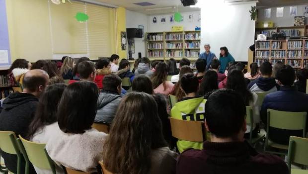 Escoitando historias do mundo de boca de Charo Pita e Patricia McGill