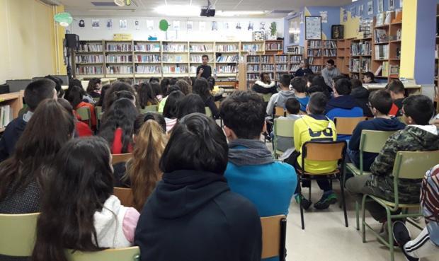 Charla con Héctor Cajaraville na Biblioteca do Leliadoura