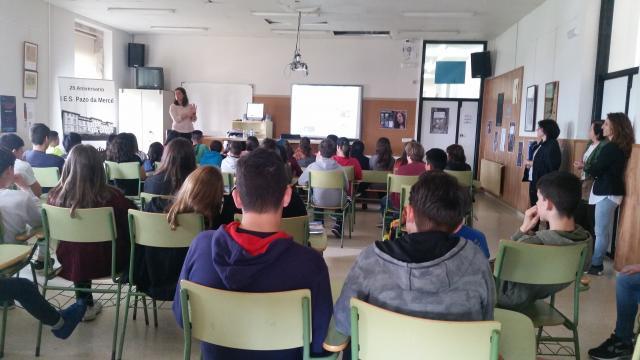 Alumnado na charla Navega con rumbo