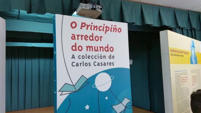 Alumnado visitando a colección Carlos Casares