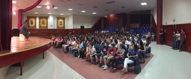 Alumnado no auditorio das Neves