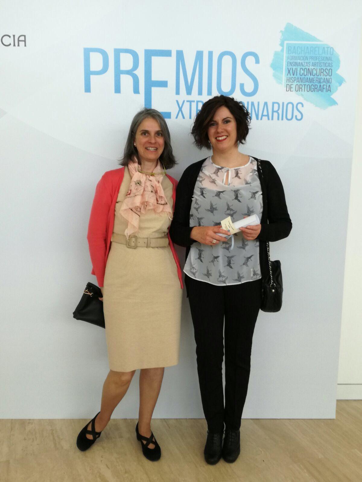 María González Carvajal coa profesora Sara Buide