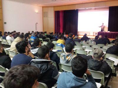 Foto da conferencia de Miguel Arean titulada Moviles como sistemas de inteligencia de negocios