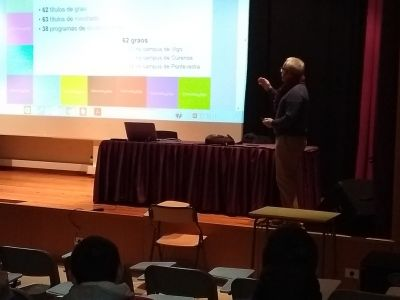 Ricardo Corderí impartindo a charla
