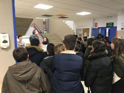 O director recibe ao alumnado nas xornadas de portas abertas